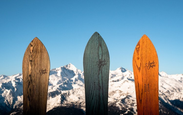 Finely crafted wooden snowboards, handmade in Italy by sandy shapes, in the mountains