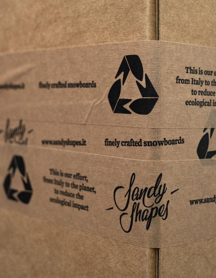 Packaging riciclabile per le tavole da snowboard Sandy Shapes