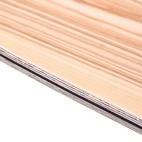 Strati di legno certificato di un Surfskate Sandy Shapes, color frassino naturale